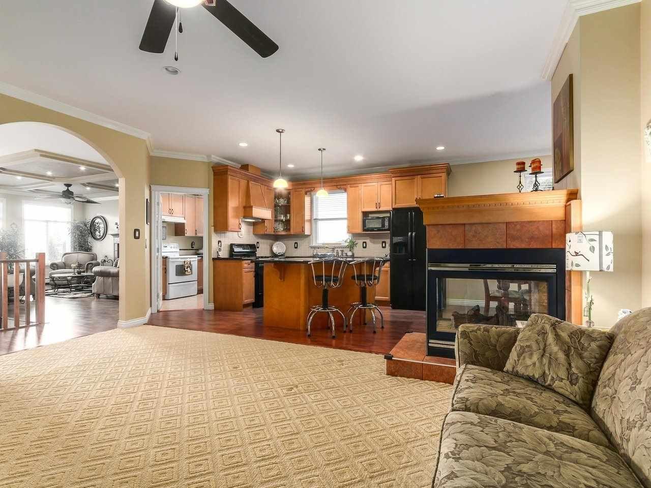Photo 7: Photos: 725 REGAN Avenue in Coquitlam: Coquitlam West House for sale : MLS®# R2226266