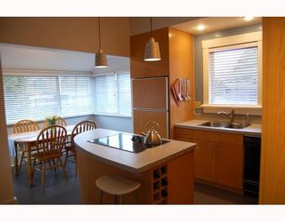 """Photo 4: 857 W 17TH Avenue in Vancouver: Cambie 1/2 Duplex for sale in """"DOUGLAS PARK"""" (Vancouver West)  : MLS®# V756661"""