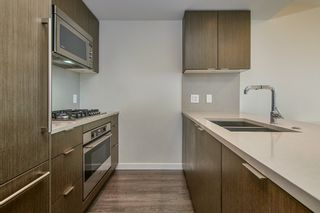 """Photo 4: 905 112 E 13TH Street in North Vancouver: Central Lonsdale Condo for sale in """"CENTREVIEW"""" : MLS®# R2566516"""