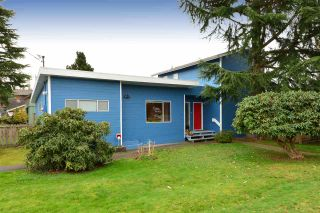 """Photo 1: 2958 KIDD Road in Surrey: Crescent Bch Ocean Pk. House for sale in """"Crescent Beach"""" (South Surrey White Rock)  : MLS®# R2039219"""
