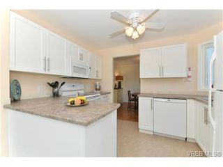 Photo 9: 204 1801 Fern St in VICTORIA: Vi Jubilee Condo for sale (Victoria)  : MLS®# 740827
