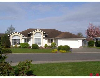 Photo 1: 46330 JOHN Place in Sardis: Sardis East Vedder Rd House for sale : MLS®# H2901712