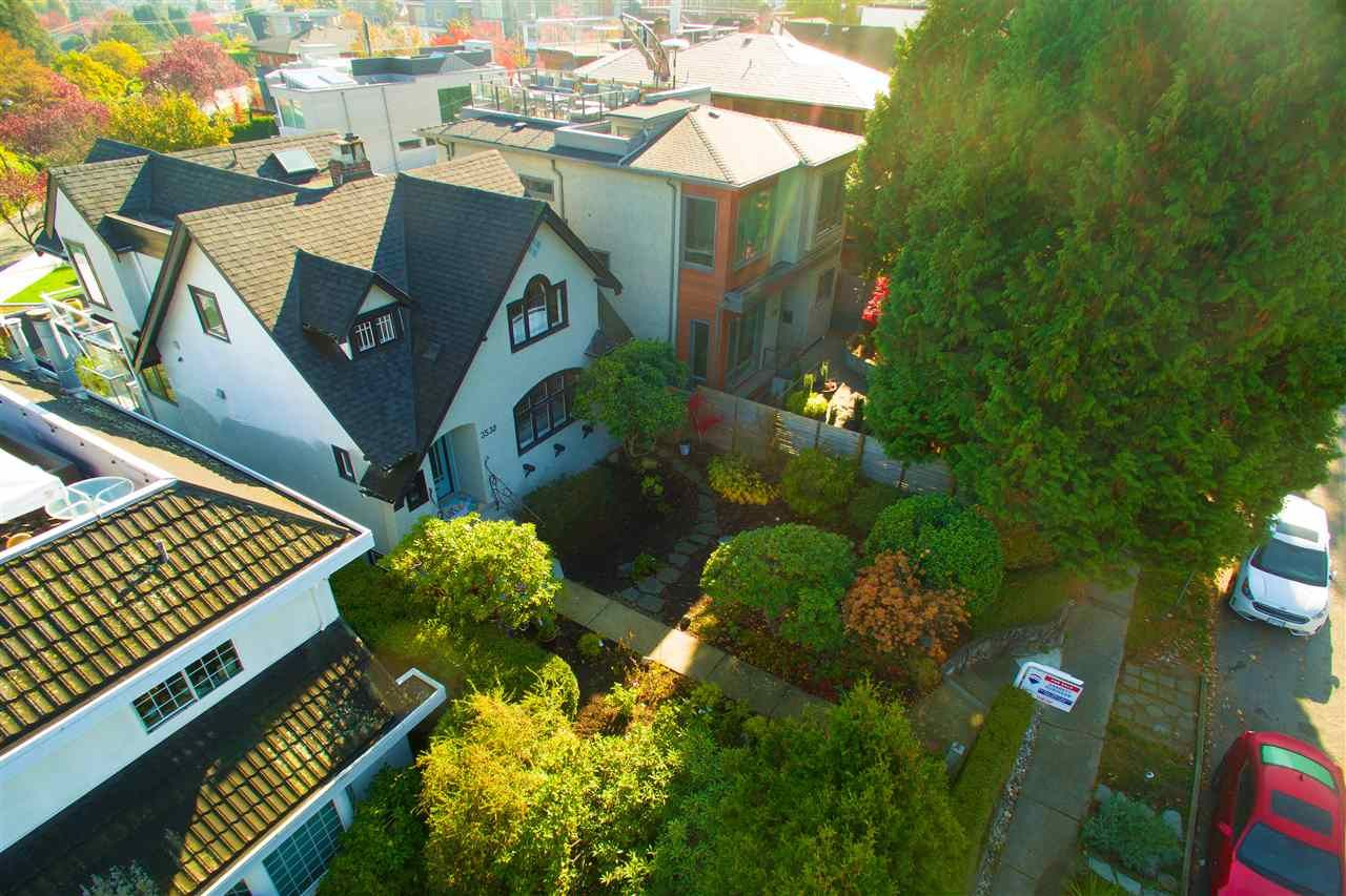 Photo 3: Photos: 3532 BLENHEIM Street in Vancouver: Dunbar House for sale (Vancouver West)  : MLS®# R2353456