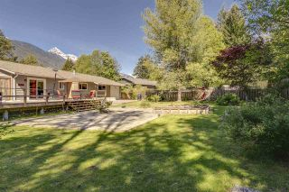 """Photo 1: 41852 GOVERNMENT Road in Squamish: Brackendale House for sale in """"Brackendale"""" : MLS®# R2368002"""