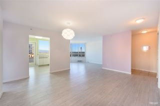 """Photo 4: 700 328 CLARKSON Street in New Westminster: Downtown NW Condo for sale in """"HIGHOURNE TOWER"""" : MLS®# R2544152"""