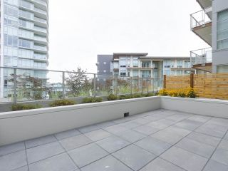 """Photo 11: 104 1768 GILMORE Avenue in Burnaby: Brentwood Park Condo for sale in """"Escala"""" (Burnaby North)  : MLS®# R2398729"""