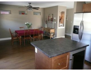 """Photo 3: 6368 PICADILLY Place in Sechelt: Sechelt District House for sale in """"WEST SECHELT"""" (Sunshine Coast)  : MLS®# V774741"""