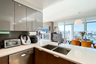 """Photo 7: 2505 1483 HOMER Street in Vancouver: Yaletown Condo for sale in """"THE WATERFORD BY CONCORD PACIFIC"""" (Vancouver West)  : MLS®# R2625455"""