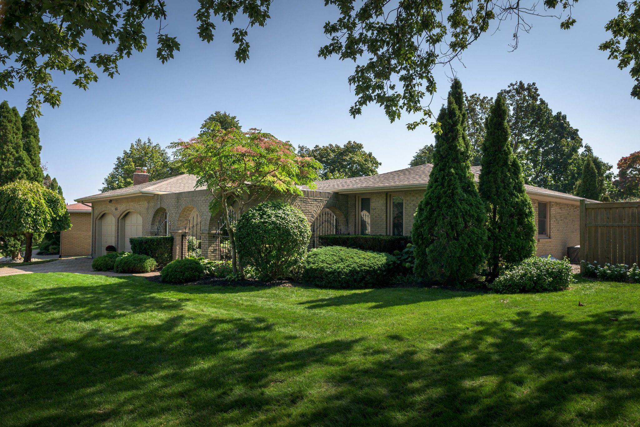 Main Photo: 857 BERKSHIRE Drive in London: Property for sale : MLS®# 40027530