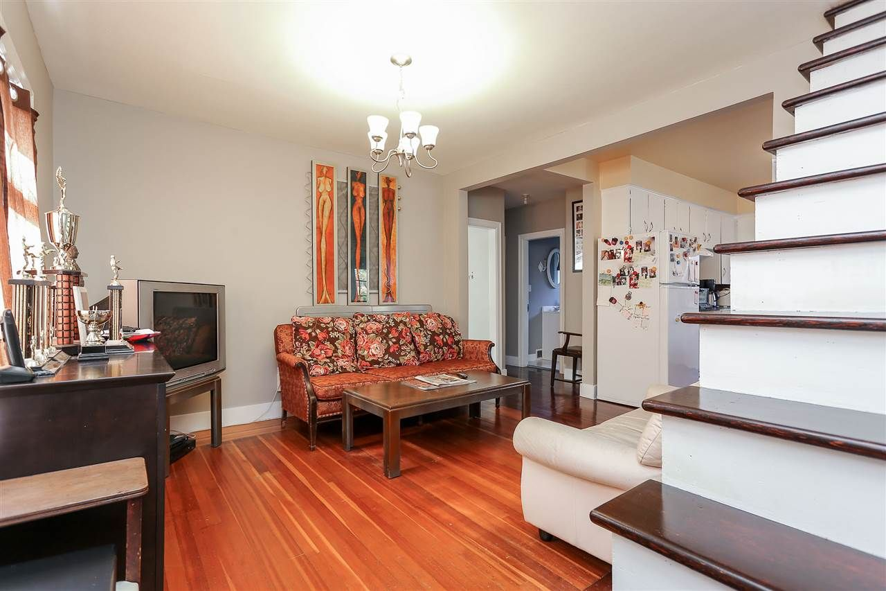 Photo 6: Photos: 4420 NANAIMO Street in Vancouver: Collingwood VE House for sale (Vancouver East)  : MLS®# R2006921