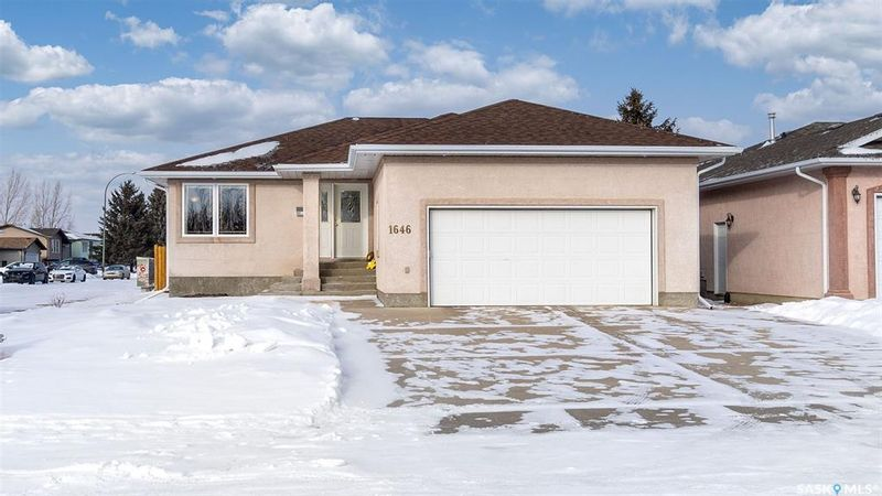 FEATURED LISTING: 1646 Spadina Drive Moose Jaw