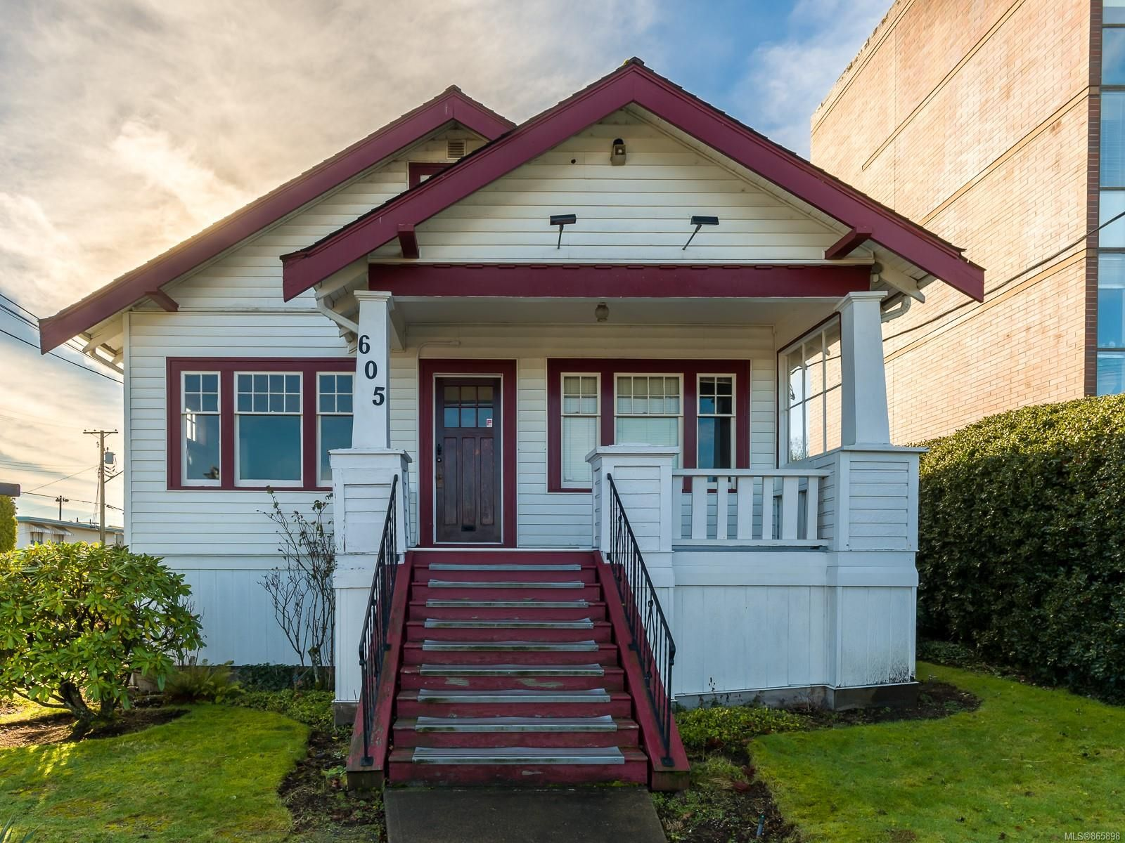 Main Photo: 605 Comox Rd in : Na Old City Mixed Use for sale (Nanaimo)  : MLS®# 865898
