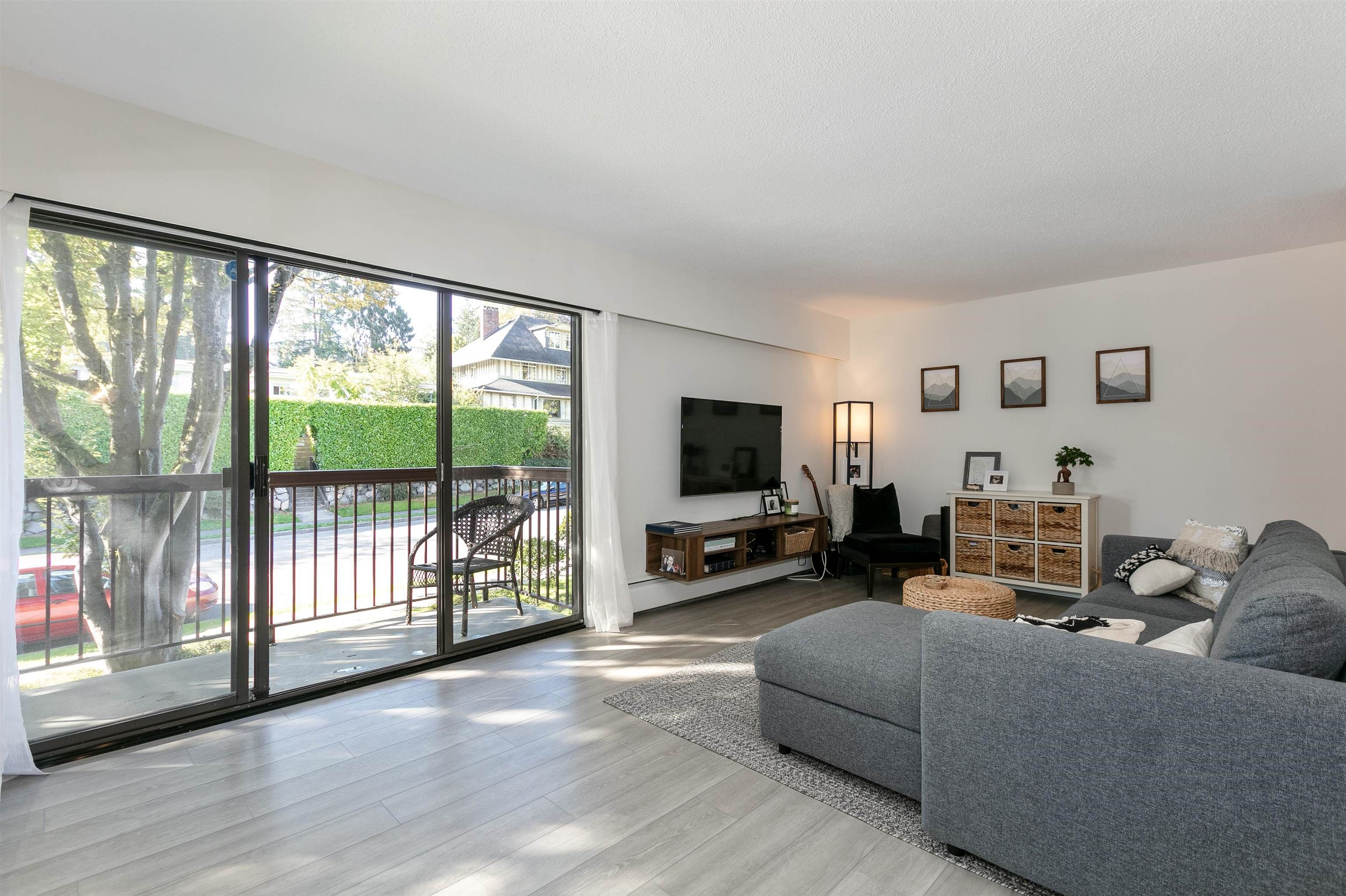 """Main Photo: 215 1235 W 15TH Avenue in Vancouver: Fairview VW Condo for sale in """"THE SHAUGHNESSY"""" (Vancouver West)  : MLS®# R2620971"""