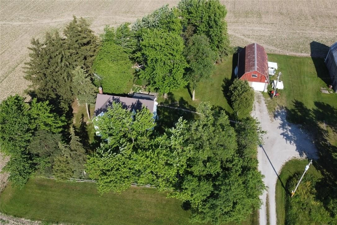 Main Photo: 422 MCCLUNG Road in Caledonia: House for sale : MLS®# H4109452
