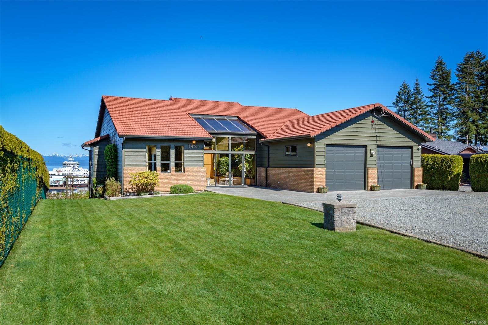 Main Photo: 1424 Jackson Dr in : CV Comox Peninsula House for sale (Comox Valley)  : MLS®# 873659
