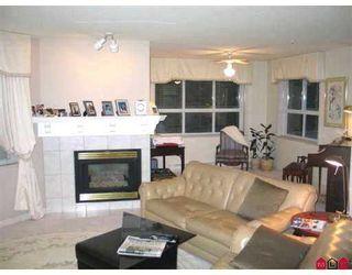 "Photo 5: 111 15555 16TH AV in White Rock: King George Corridor Condo for sale in ""SANDRINGHAM"" (South Surrey White Rock)  : MLS®# F2503053"