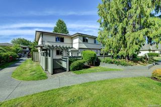 Photo 8: 38 4061 Larchwood Dr in : SE Lambrick Park Row/Townhouse for sale (Saanich East)  : MLS®# 866738