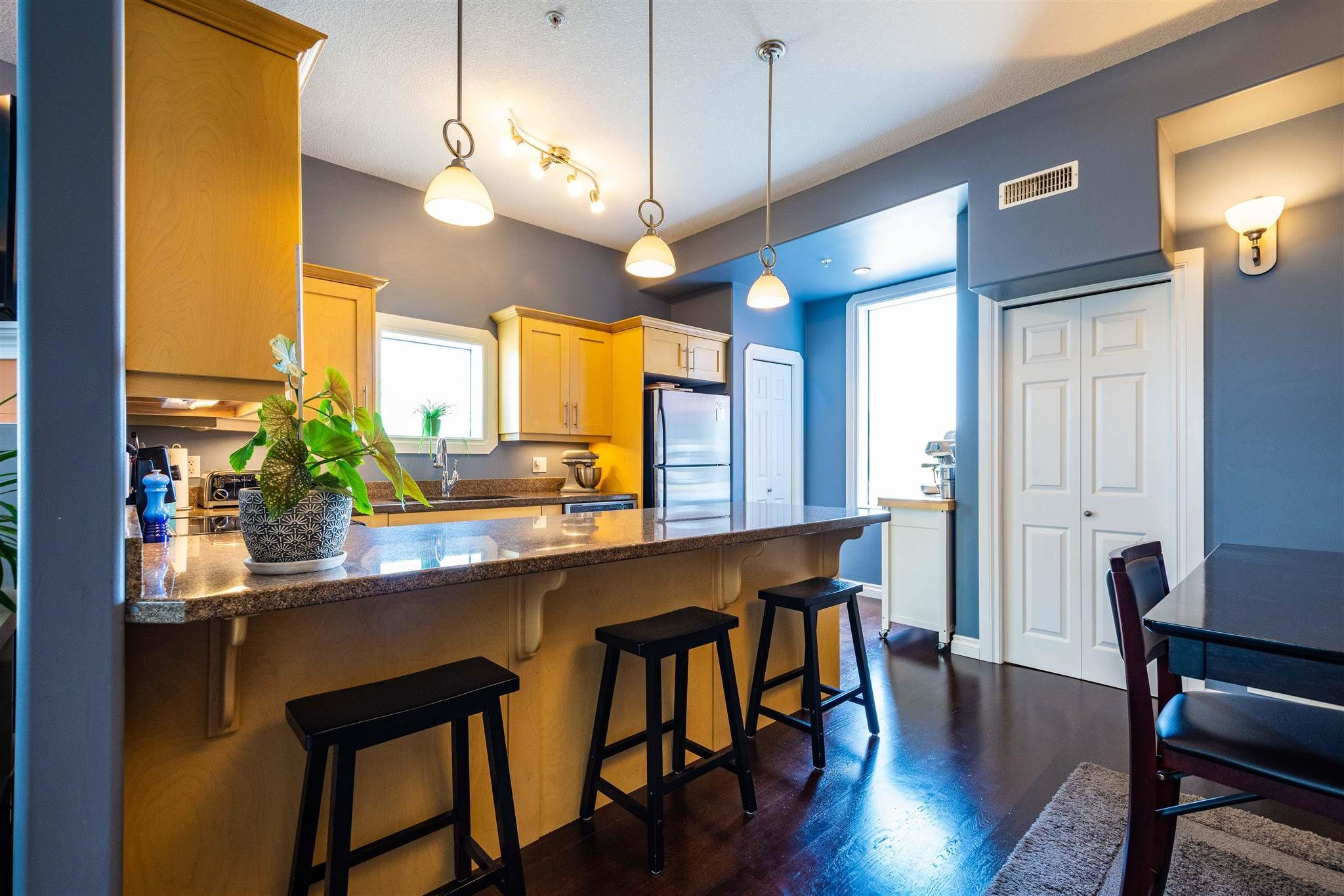 Main Photo: 201 10625 KINGSWAY Avenue in Edmonton: Zone 08 Condo for sale : MLS®# E4254794