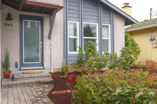 Photo 3: 942 Sluggett Rd in : CS Brentwood Bay Half Duplex for sale (Central Saanich)  : MLS®# 863294