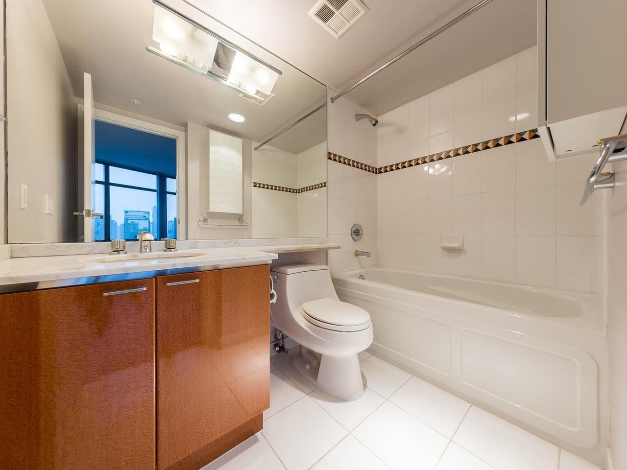 """Photo 6: Photos: 1202 1200 ALBERNI Street in Vancouver: West End VW Condo for sale in """"Palisades"""" (Vancouver West)  : MLS®# R2527140"""