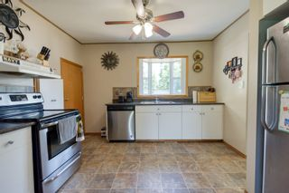 Photo 3: 70 Campbell Ave in High Bluff: House for sale : MLS®# 202116986