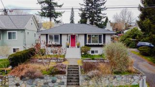 """Photo 1: 1607 HAMILTON Street in New Westminster: West End NW House for sale in """"WEST END"""" : MLS®# R2536882"""