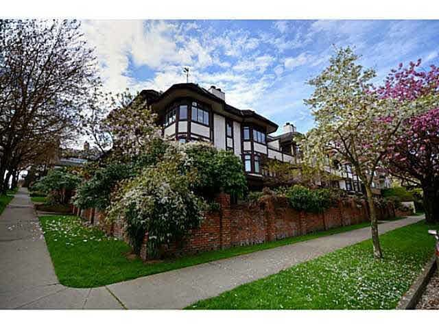 """Main Photo: 2410 YORK Avenue in Vancouver: Kitsilano Townhouse for sale in """"OLD YORK TOWNHOMES"""" (Vancouver West)  : MLS®# R2281189"""