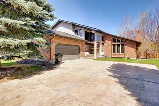 Photo 1: 72 Strathbury Circle SW in Calgary: Strathcona Park Detached for sale : MLS®# A1107080