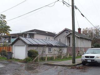 """Photo 2: 2311 ADANAC Street in Vancouver: Hastings House for sale in """"TEMPLETON - GRANDVIEW WOODLAN"""" (Vancouver East)  : MLS®# R2144443"""