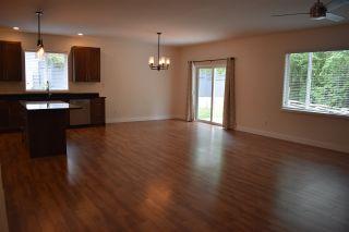 "Photo 5: 5422 THIMBLEBERRY Place in Sechelt: Sechelt District House for sale in ""Burnett Falls"" (Sunshine Coast)  : MLS®# R2453194"