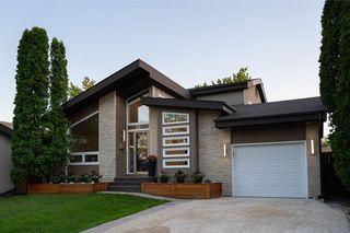 Photo 2: 30 Kinsbourne Green in Winnipeg: House for sale : MLS®# 202116378