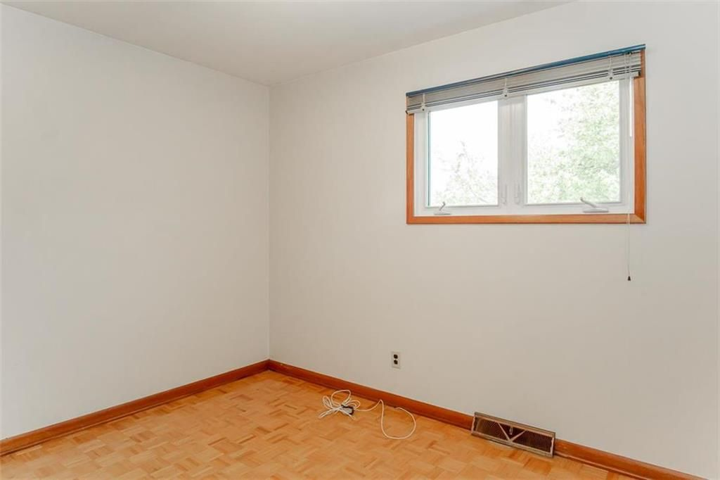 Photo 17: Photos: 128 Sterling Avenue in Winnipeg: Meadowood Residential for sale (2E)  : MLS®# 202011390