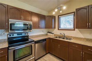 Photo 2: 2 Carriage House Road in Winnipeg: River Park South Residential for sale (2F)  : MLS®# 1810823