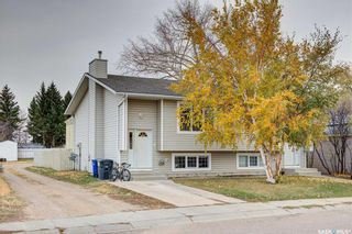 Photo 1: 111 JAMES Street in Saskatoon: Forest Grove Residential for sale : MLS®# SK841736
