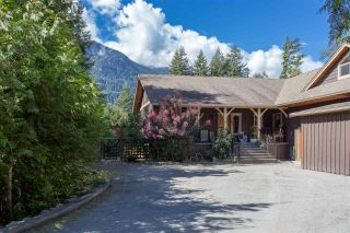 Photo 1: 42047 GOVERNMENT Road in Squamish: Brackendale House for sale : MLS®# R2151176