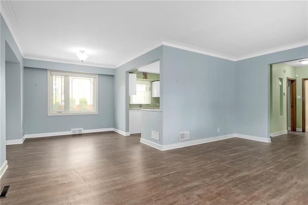 Photo 5: Photos: 9 Kenneth Street in Winnipeg: East Fort Garry Residential for sale (1J)  : MLS®# 202024668