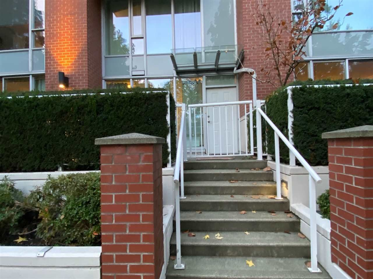 """Main Photo: 39 KEEFER Place in Vancouver: Downtown VW Townhouse for sale in """"The Taylor"""" (Vancouver West)  : MLS®# R2514052"""