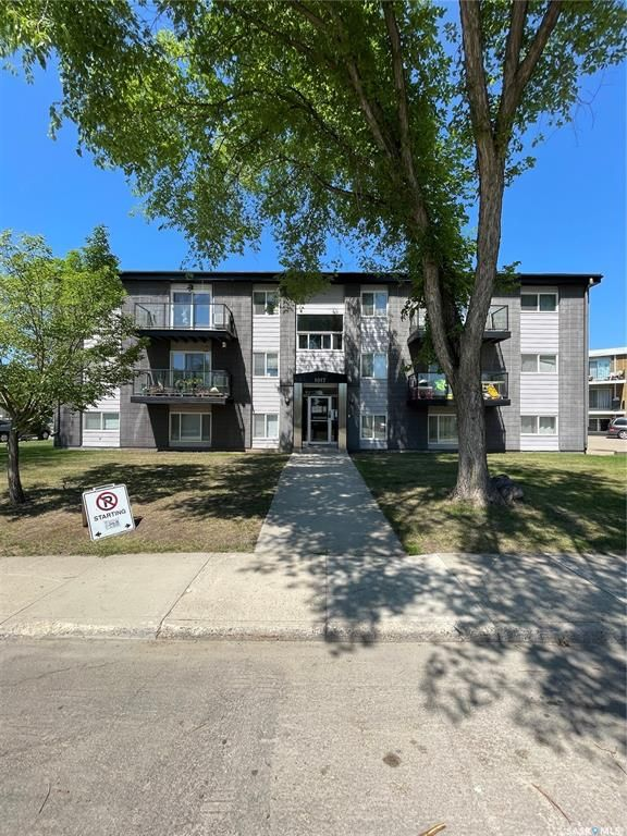 Main Photo: 4 1017 Northumberland Avenue in Saskatoon: Massey Place Residential for sale : MLS®# SK862685