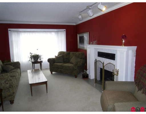 Photo 2: Photos: 7526 148TH Street in Surrey: East Newton House for sale : MLS®# F2902762