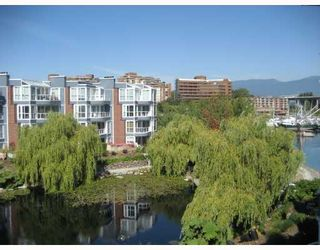 """Photo 1: 303 1502 ISLAND PARK Walk in Vancouver: False Creek Condo for sale in """"THE LAGOONS"""" (Vancouver West)  : MLS®# V784452"""