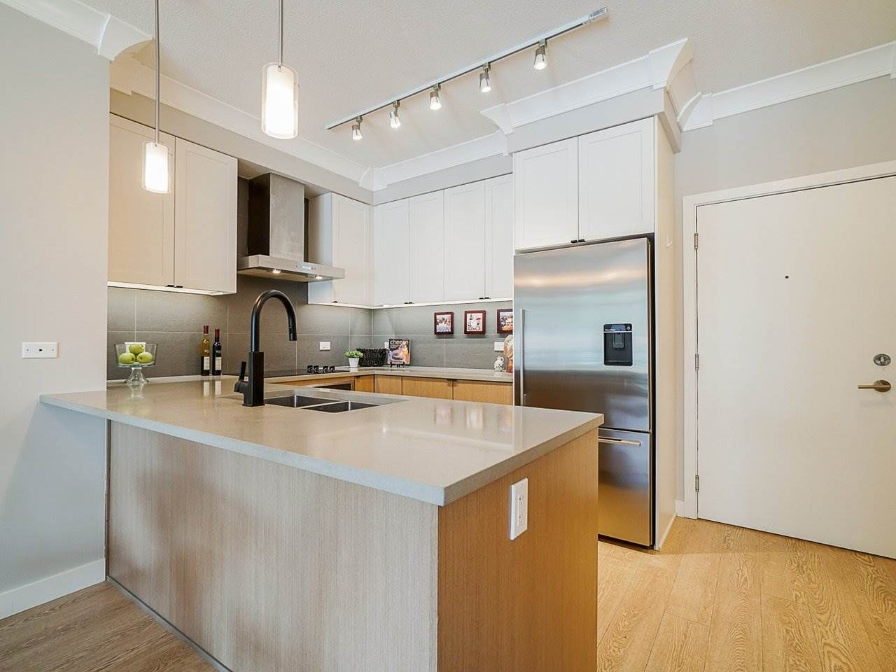 "Photo 10: Photos: 302 3205 MOUNTAIN Highway in North Vancouver: Lynn Valley Condo for sale in ""Mill House"" : MLS®# R2464769"