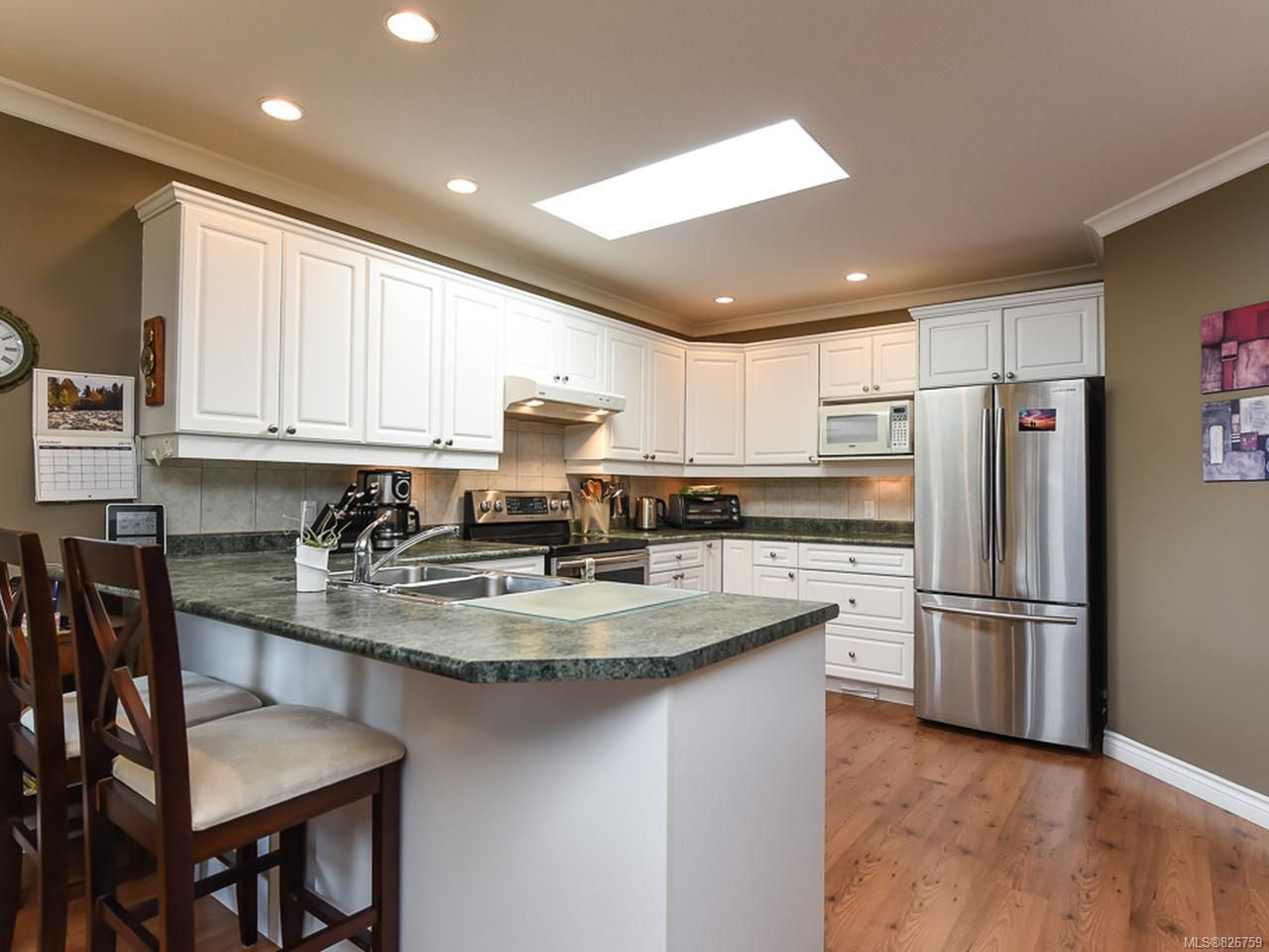 Photo 11: Photos: 2165 Stirling Cres in COURTENAY: CV Courtenay East House for sale (Comox Valley)  : MLS®# 826759