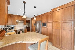 Photo 8: 818 DELESTRE Avenue in Coquitlam: Coquitlam West House for sale : MLS®# R2584831