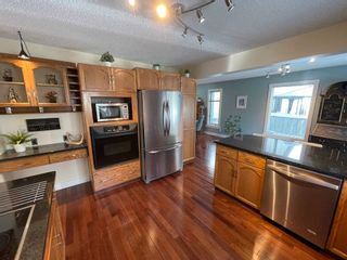 Photo 12: 376 Ormsby Road in Edmonton: Zone 20 House for sale : MLS®# E4255674