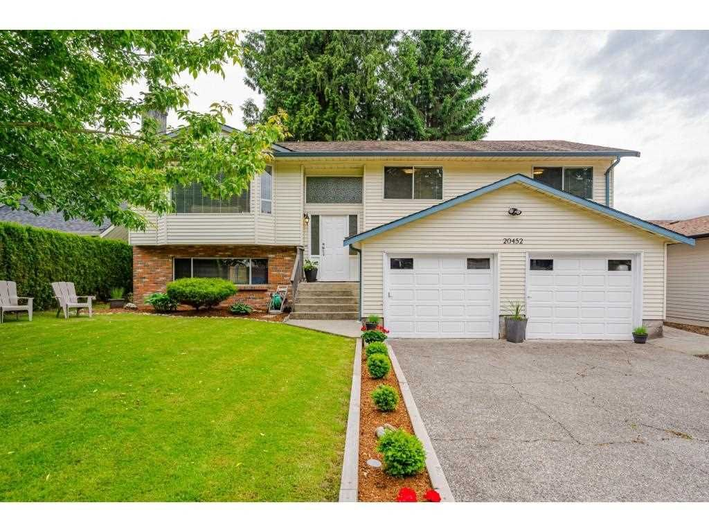 Main Photo: 20452 90 Crescent in Langley: Walnut Grove House for sale : MLS®# R2586041