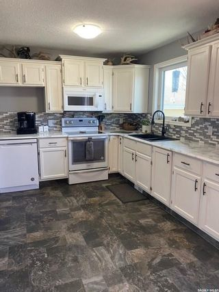 Photo 2: 10201 Hamlin Street in North Battleford: Fairview Heights Residential for sale : MLS®# SK851595