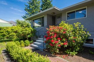 """Photo 2: 1214 RIDGE Court in Coquitlam: Harbour Chines House for sale in """"Harbour Chines"""" : MLS®# R2417977"""
