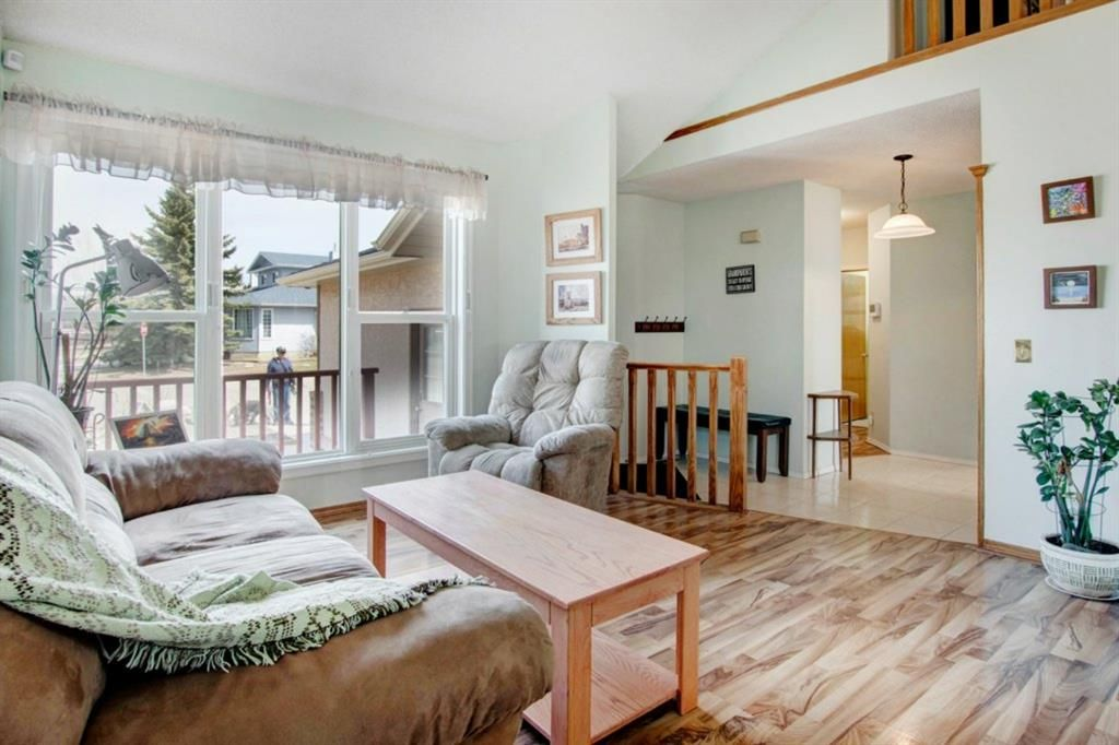 Main Photo: Videos: 3 Maple Way SE: Airdrie Detached for sale : MLS®# A1100248