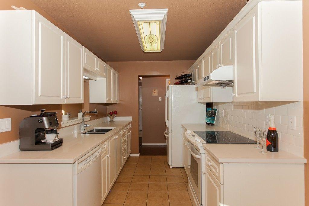 "Photo 8: Photos: 110 20200 54A Avenue in Langley: Langley City Condo for sale in ""MONTEREY GRANDE"" : MLS®# R2219165"