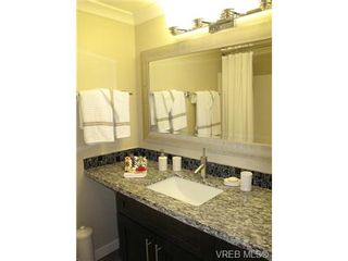 Photo 10: 111 1560 Hillside Ave in VICTORIA: Vi Oaklands Condo for sale (Victoria)  : MLS®# 682375